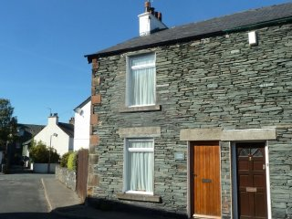 CAPELLA COTTAGE, WiFi, traditional cottage, dogs welcome, wood burning stove