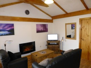 PHEASANT COTTAGE, barn conversion, parking, wi-fi. Ref: 972573