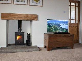 LIMESTONE COTTAGE, multi fuel stove, period cottage. Ref: 972562