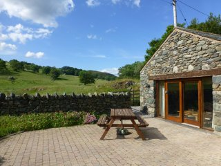 HILLTOFT BARN, views, wi-fi. Ref: 972564
