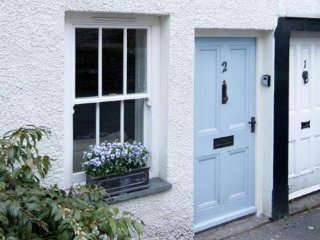 CAROLINE'S COTTAGE,WiFi,courtyard garden,Broughton in Furness,Ref 972555