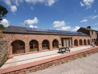 PHEASANT COTTAGE, wi-fi, barn conversion, parking. Ref: 972529