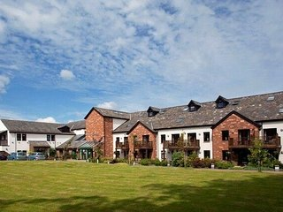 ULLSWATER SUITE, luxurious apartment with complimentary leisure facilities, Ref