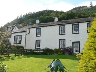 THE BOTHY, first floor apartment, Thornthwaite near Keswick, private parking