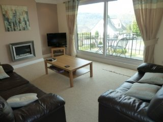 LOWER BRANTFELL, ground floor apartment, Bowness on Windermere, lake nearby Ref