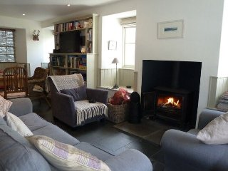 Barney's Cottage, fabulous cottage sleeping 5 in central Ambleside,WiFi Ref 9723