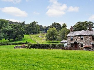 TANNER CROFT, woodburning stove, wifi, views, ref 972385