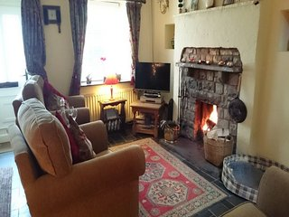 SHEEP FOLD COTTAGE,charming stone cottage,exposed beams,open fire,WIFI, in