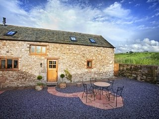 SWALLOWS BARN, charachter barn conversion, views, garden in Torpenhow nr