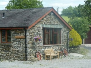CROOK HOWE COTTAGE,charming cottage,peaceful retreat, Woodburner, parking, in