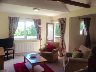MALLARD COTTAGE, wifi, parking, leisure facilities in Greystoke nr Ullswater. Re