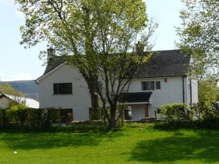 ELDER HOWE, a luxury lakeland cottage sleeping 10 people in 5 bedrooms