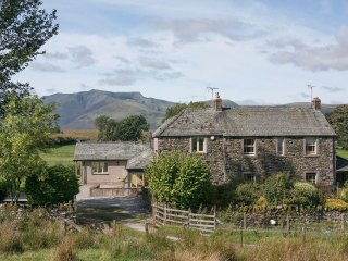 GLEN COTTAGE, pet friendly, wifi, parking, in Matterdale nr Keswick, Ref 972337