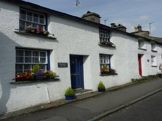 CHURCH COTTAGE, Pet friendly, wi-fi. in the village of Ambleside. Ref: 972336