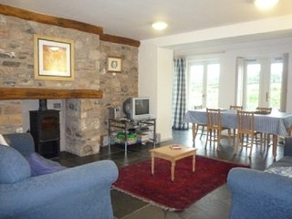 BECKSIDE, pet-friendly, eco-friendly, en-suite facilities, patio, near