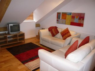 SKIDDAW VIEW, second floor apartment, views of church, in Keswick, ref:972291