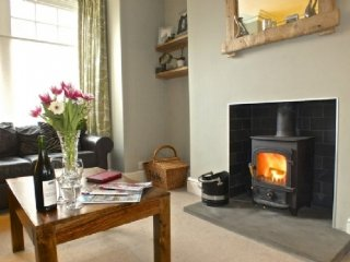 CATBELLS, traditional town house, central location pet friendly, WiFi, Re0f