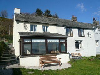 SQUIRREL COTTAGE a cosy pet friendly cottage sleeping 4 people in Bassenthwaite