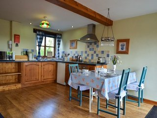 LAVENDER COTTAGE, character barn-conversion, countryside, WiFi, in Greystoke, re