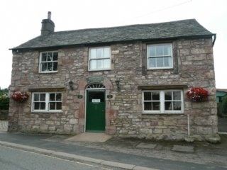 STABLE COTTAGE, spacious, private patio, peaceful location, in Pooley Bridge