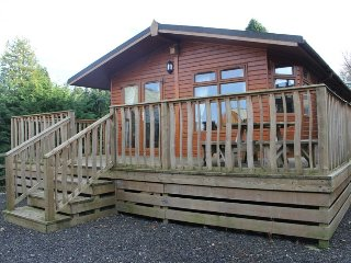 BARTON LODGE, beautiful views, open-plan,on site facilities, in Pooley Bridge, r