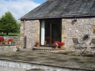 POND END COTTAGE, characterful cottage, ground floor, rural location, near