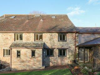 HONEYSUCKLE COTTAGE, open-plan living, excellent on-site facilities, South Devon