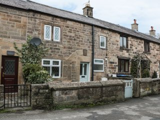3 BROOKSIDE COTTAGES, stone-built, pub walking distance, near Peak District