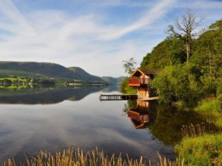 ULLSWATER BOATHOUSE, open plan, stone-built, exposed wooden beams, near Pooley