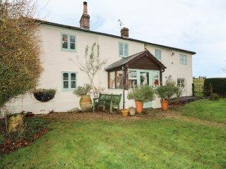 LARKWHISTLE COTTAGE, countryside views, AGA range cooker, en-suite, Ref 968583
