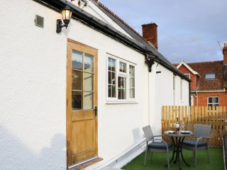 THE LOFT, sun terrace, close to the beach, in Minehead