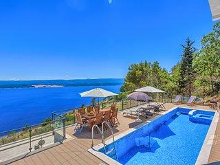 Villa Mia Hillside Retreat