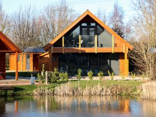 THORPE ON THE HILL, luxury retreat, lake, hot tub, in Thorpe on the Hill, Ref. 9