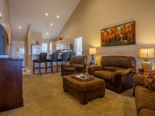 Relaxing Refuge- Beautiful 3 bedroom/3 bath condo at Thousand Hills Champions
