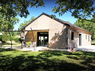 SEHOIR DES MILANDES- BEAUTIFUL TABACCO BARN+PRIVATE GARDEN+SHARED POOL+AC+BIKES