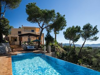 Villa Vistas, near Playa d'en Bossa and Ibiza Town with private pool!