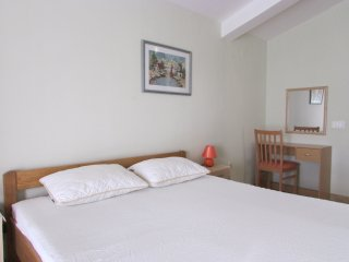 Apartments Green Rose- Traditional One Bedroom Apartment with Balcony (A2)