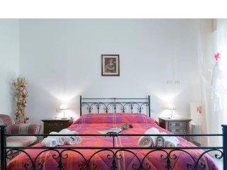 CASA CONTE- 4 camere da letto- 7 posti letto- 2 bagni- parcheggio gratuito