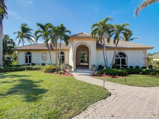 Luxurious Waterfront Rental Home On Marco Island