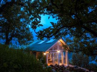 Meena Bagh Ratnari. An Apple Orchard House