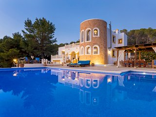 Villa Senore, near Ibiza Town. Perfect for large groups.