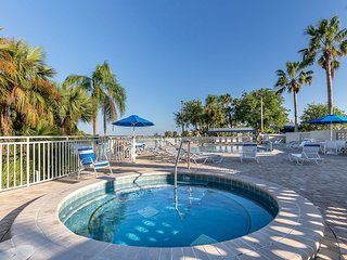 Private Beach,Waterfront/Gulf-Access Key West style 2b.1.5b.Town House U-3263