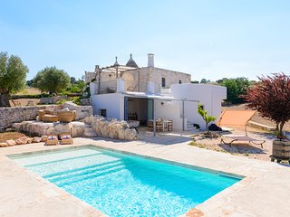 Trulli Pozzo Fornello: trulli with panoramic pool