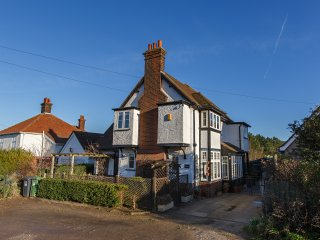 Oakwood, West Runton, Norfolk. Sleeps 12. 300m from Beach.