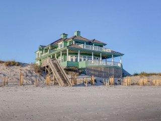 Hampton Colony 416 Oceanfront! | Community Pool, Hot Tub, Internet, Game Equipme