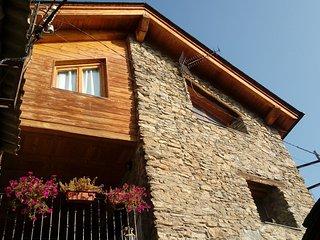 Casa de pueblo reformada en el Pirineo Catalán en Llessui a 13km de Sort.