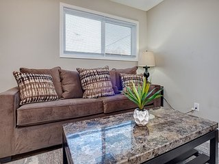 4BR Condo w/ 2 Separate Units - 2 Miles to Downtown
