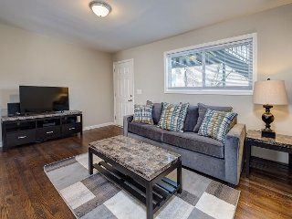 Newly Remodeled 2BR - Near Downtown Restaurants, Shopping & Live Music