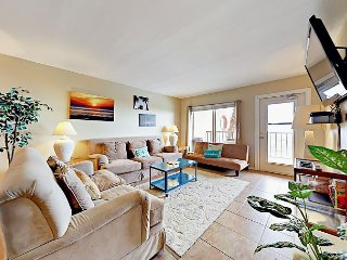 Stylish 2BR Beachfront Condo at Suntide II 208 Near Dining, Shopping