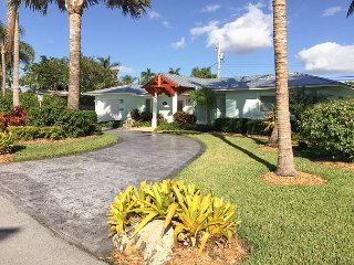 Updated 2BR Home w/ Lush Private Yard -- 3 blocks to Deerfield Beach & Pier